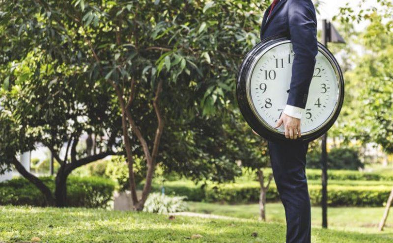 ¿Cuántas horas semanales hay que trabajar a jornada completa? y ¿Cuánta a jornada parcial?